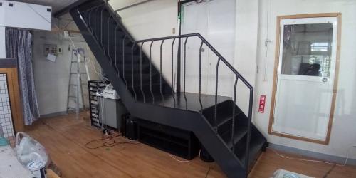階段塗装後(横)